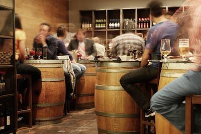 Scorereplikker sker bedst på en bar